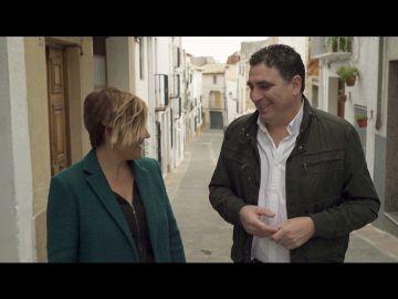 Cristina Pardo y el alcalde de Albachez de Málaga