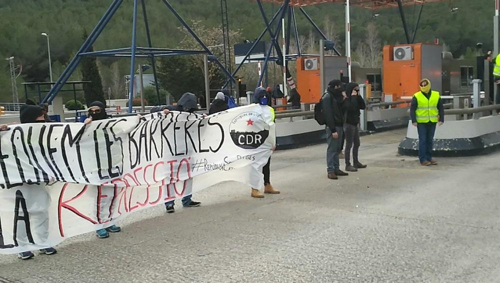 Los CDR levantan las barreras de un peaje de la C-32 en Sitges