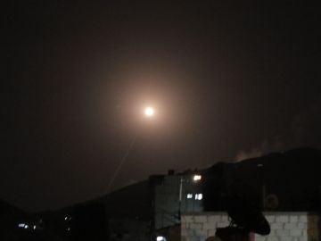 Uno de los misiles lanzados por EEUU, Reino Unido y Francia sobre Siria