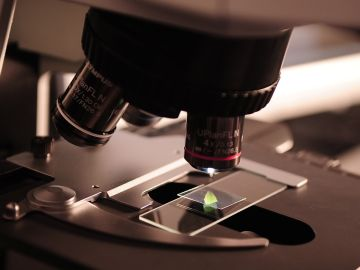 Científicos crean dispositivos cien veces más pequeños que una célula para detectar metástasis