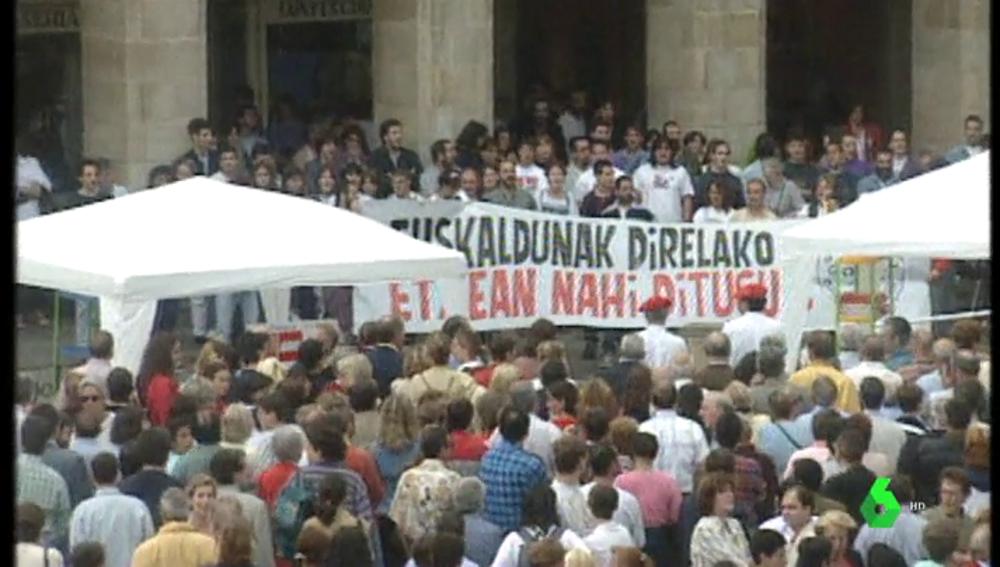 Manifestantes se encaran contra partidarios de ETA