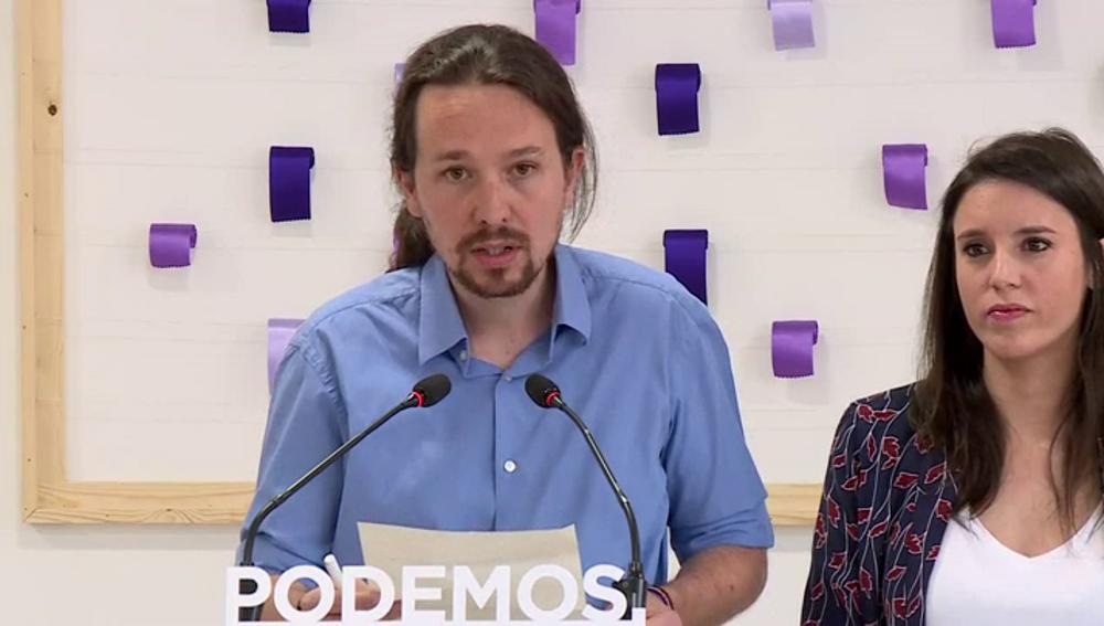 Pablo Iglesias lee la pregunta de Podemos