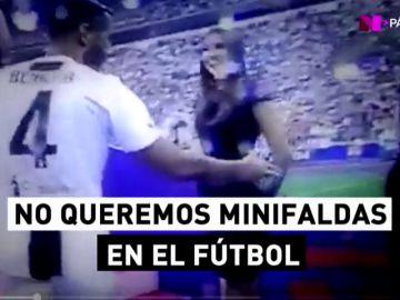 Azafatas en minifalda y caladas hasta los huesos: la machista celebración del Scudetto de la Juventus