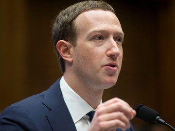 El creador de Facebook, Mark Zuckerberg, en una de sus comparecencias en Washington