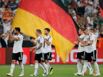 La selección alemana de fútbol celebra su victoria