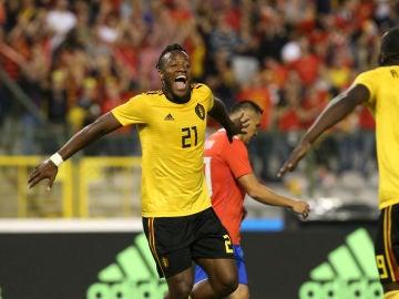 Batshuayi celebra con Lukaku uno de los goles contra Costa Rica