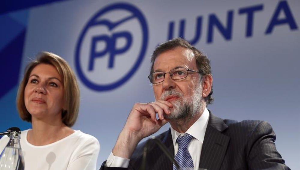El expresidente del Gobierno Mariano Rajoy y la exministra de Defensa, María Dolores de Cospedal