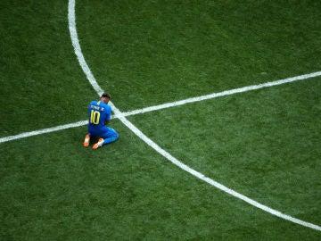 Neymar llora desconsolado en el césped