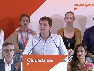 Rivera carga contra Sánchez por romper consenso y dar RTVE a Torra e Iglesias