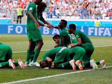 Salman Al-Faraj celebra su gol de penalti ante Egipto