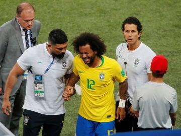 Marcelo se retira lesionado en el partido de Brasil