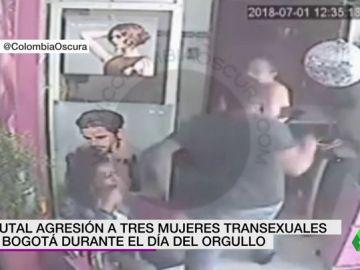 Duras imágenes: brutal agresión a tres mujeres transexuales en Bogotá durante el día del Orgullo