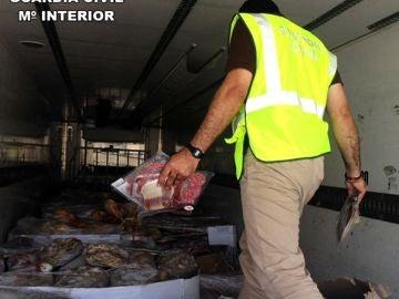 Imagen de piezas de los jamones y embutidos intervenidos por la Guardia Civil