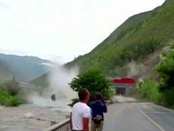 Espectacular corrimiento de tierras en China por tormentas