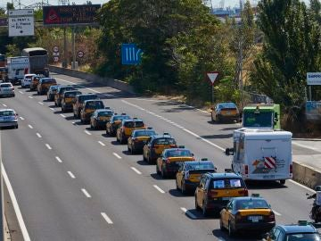 Marcha lenta de taxis en Barcelona