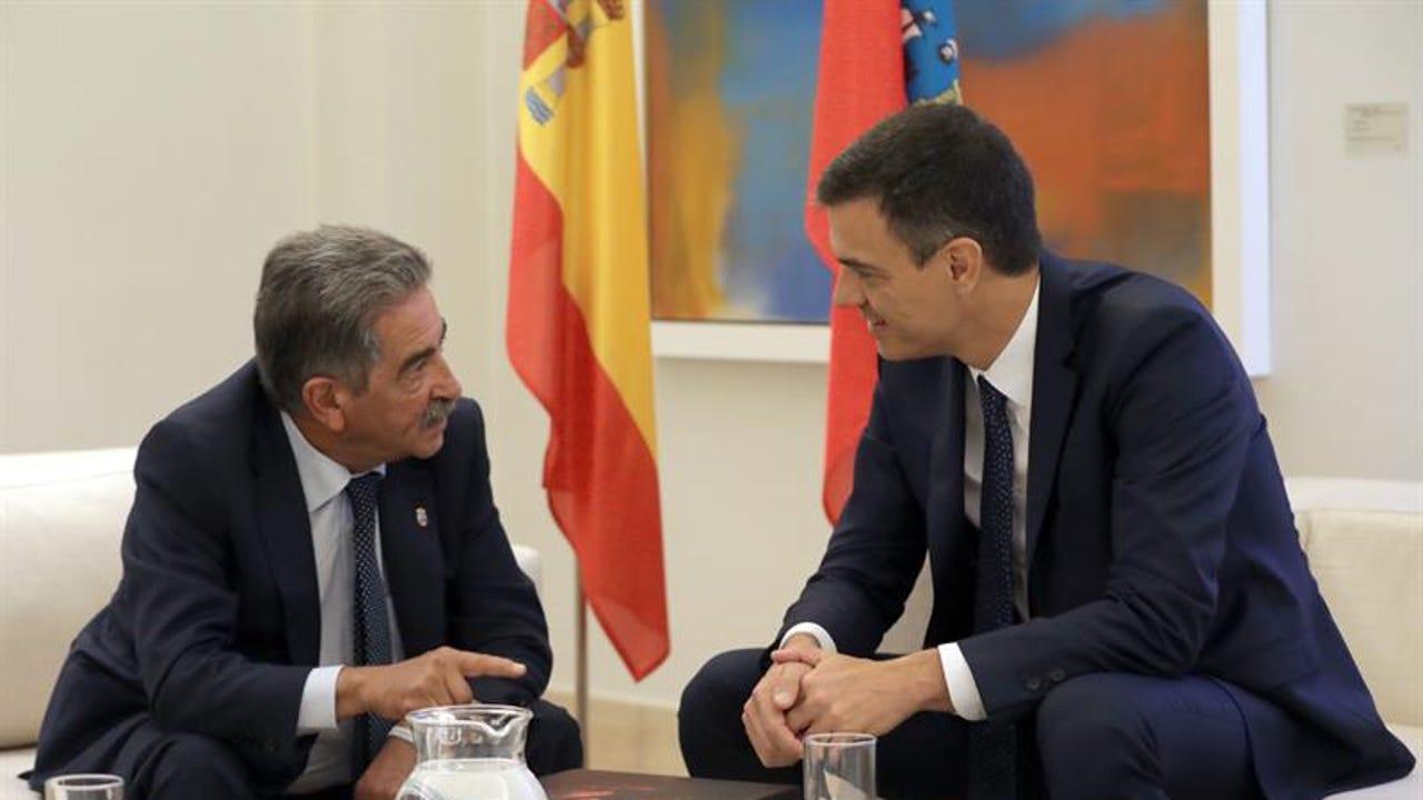 Miguel Ángel Revilla con Pedro Sánchez en La Moncloa