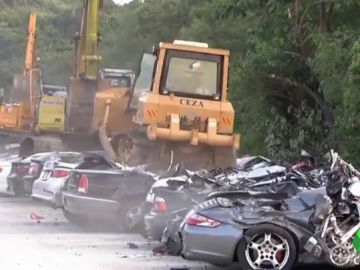 Destrozan coches de lujo en Filipinas