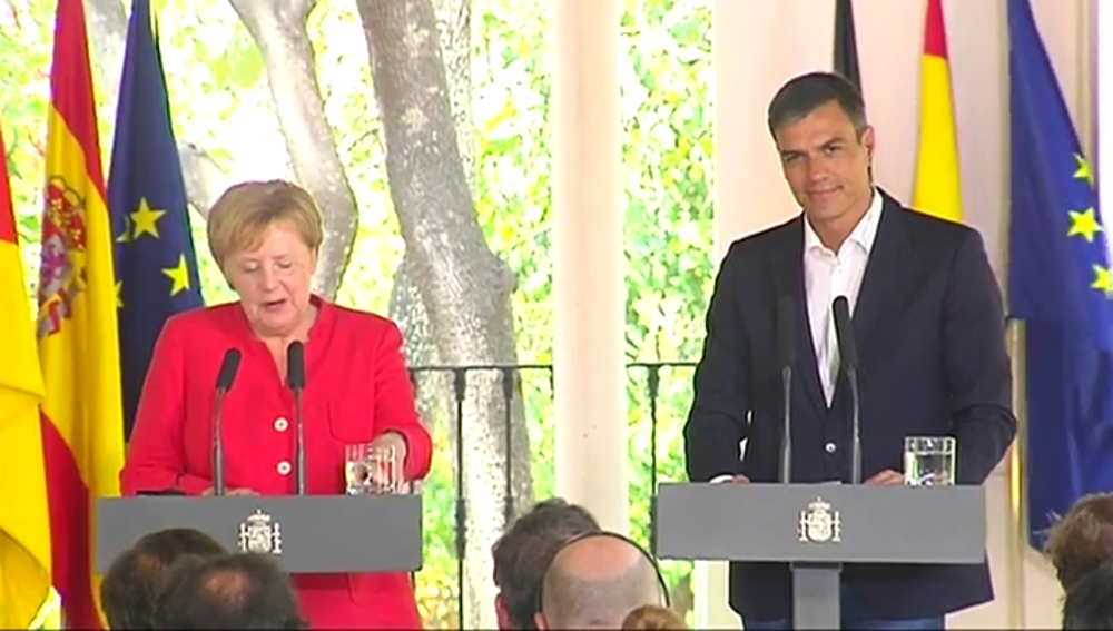 """Sánchez y Merkel reclaman a la UE una """"cooperación leal"""" con África frente al drama migratorio: """"Hay que respetar la dignidad humana"""""""