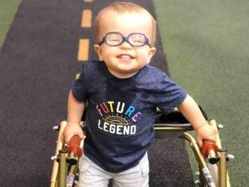 Román, el pequeño de dos años con espina bífida