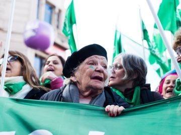 Nelly Minyersky en la marea verde pro aborto de Argentina