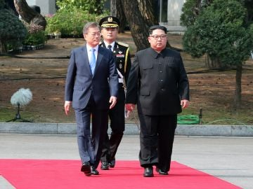 Moon Jae-in líder surcoreano y Kim Jong-un líder norcoreano