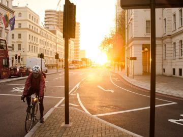 La bicicleta es el medio de transporte que más beneficios nos aporta