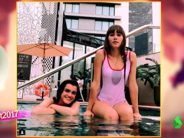 Aitana y Amaia en bañador