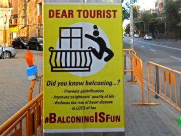Cartel que incita al balconing
