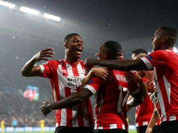 Los jugadores del PSV celebran uno de los goles contra el BATE