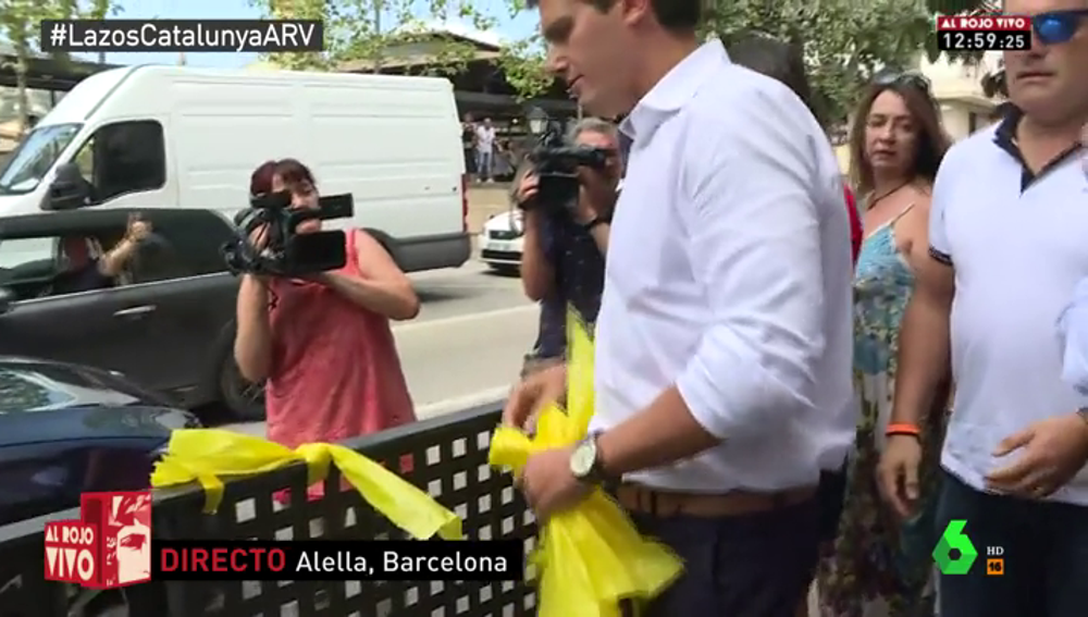Albert Rivera e Inés Arrimadas se han sumado a la retirada de lazos amarillos