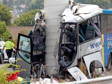 Estado en el que ha quedado el autobús de línea de la compañía Alsa