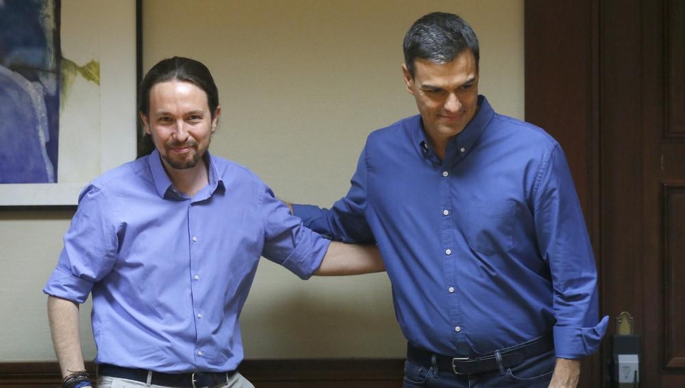 El presidente del Gobierno, Pedro Sánchez, y el líder de Podemos, Pablo Iglesias