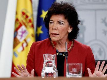 Isabel Celáa durante la rueda de prensa posterior al Consejo de Ministros