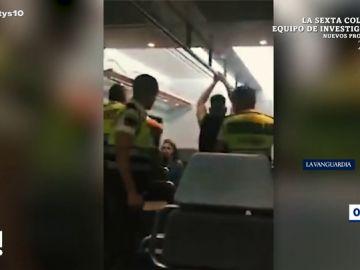 Un guarda de seguridad se muestra agresivo