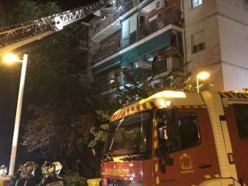 Los bomberos sofocan un fuego en una vivienda de Pozuelo de Alarcón