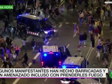 Las impactantes imágenes de las cargas de los Mossos en la Via Laietana durante el aniversario del 1-O