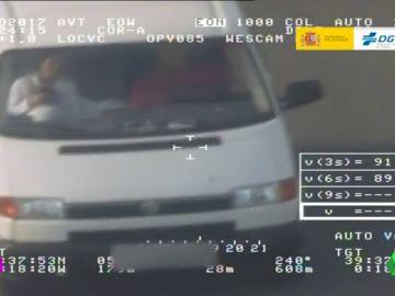 Con un bebé en la parte delantera de un coche: las imágenes de la campaña de la DGT sobre los sistemas de retención infantil