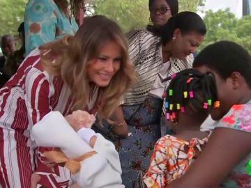 Melania Trump inicia en Ghana su primera gira internacional sin el presidente de EEUU