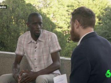 Manuel Burque entrevista en El Intermedio a dos miembros del Sindicato de Manteros