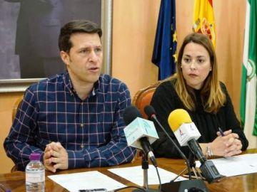 El alcalde de Torrox Óscar Medina, del PP, durante una rueda de prensa