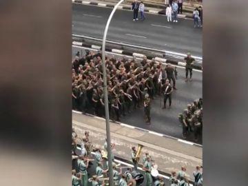El baile de 'Paquito, el chocolatero' protagonizado por la Legión