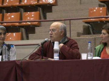 Imagen del curandero Josep Pàmies en una conferencia