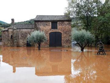 El agua inundaba la zona cercana al río Argens tras la tromba de agua caída en Roquebrune-sur-Argens