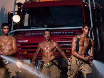 Imagen del calendario solidario de bomberos