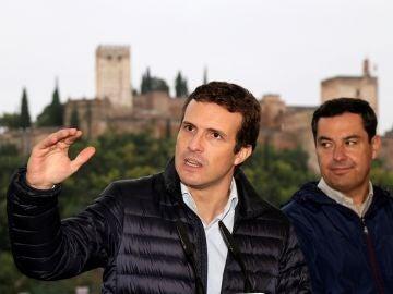 Pablo Casado frente a la Alhambra de Granada