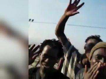 Imagen de migrantes que han saltado la valla fronteriza