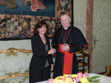 La vicepresidenta Carmen Calvo y el cardenal Pietro Parolin