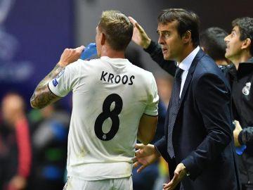 Kroos, con Julen Lopetegui en un partido del Madrid