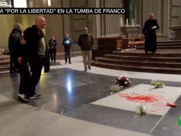 """""""Nos dijo que estaba preparando una obra sorprendente"""": así era el plan del artista que ha pintado la tumba de Franco"""
