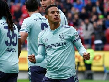Thiago Alcántara celebra un gol con el Bayern